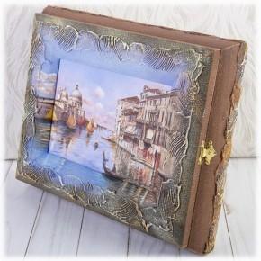 "Настенная ключница ""Город на реке"""